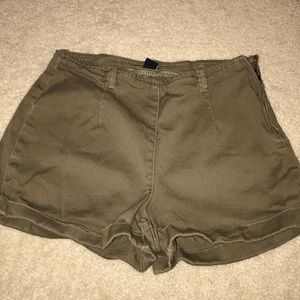 Forever 21 olive shorts. Zipper on side. Size 25